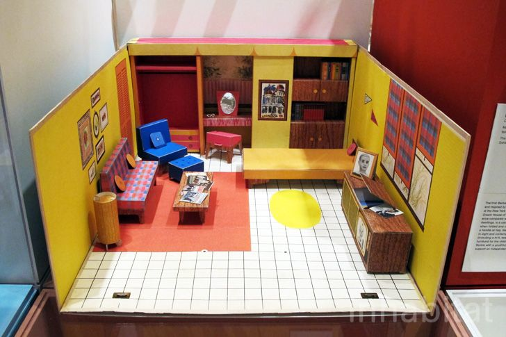 This modest, midcentury pad from '62 has such a retro feel with orange carpeting and plaid couch. Click through for more images of this dollhouse.