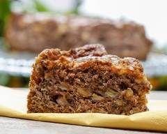 Brownies à la pomme, noix et chocolat noir : http://www.cuisineaz.com/recettes/brownies-a-la-pomme-noix-et-chocolat-noir-69065.aspx