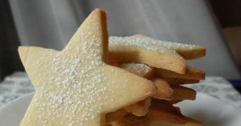 Ces sablés sont trop bons !!!       Ces petits sablés fins et délicats, au bon goût d'amande et de vanille, saupoudrés de sucre glace, sont...