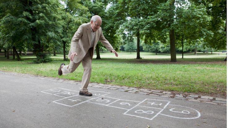Geduld haben, singen, Bäume bestimmen…15 Dinge, die unsere Großeltern besser können - News Inland - Bild.de