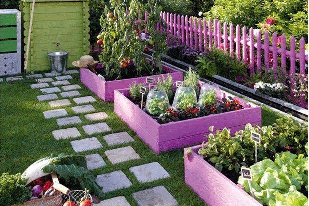 """Un huerto en casa La Agricultura Urbana es una alternativa para poder cambiar la alimentación y el estilo de vida en las ciudades, que resultan ser, muchas veces, espacios grises, fríos, """"sin vida""""; y donde los alimentos que llegan han podido viajar cientos o"""