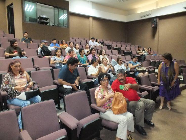 Público asistente a la Conferencia de Vulnerabilidad en La Sociedad Cancunense por Oscar Reyes