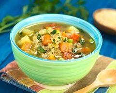 Soupe au quinoa et légumes : http://www.cuisineaz.com/recettes/soupe-au-quinoa-et-legumes-79333.aspx
