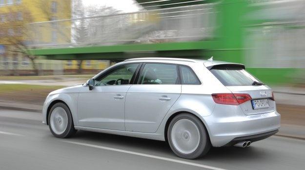 Do 3-drzwiowego Audi A3 dołącza 5-drzwiowa wersja Sportback. Z silnikiem 1.4 TFSI jest samochodem nastawionym na oszczędzanie.   Czytaj więcej na http://www.magazynauto.pl/testy/testy-porownania/news-audi-a3-sportback-1-4-tfsi-test,nId,944209?utm_source=paste_medium=paste_campaign=firefox