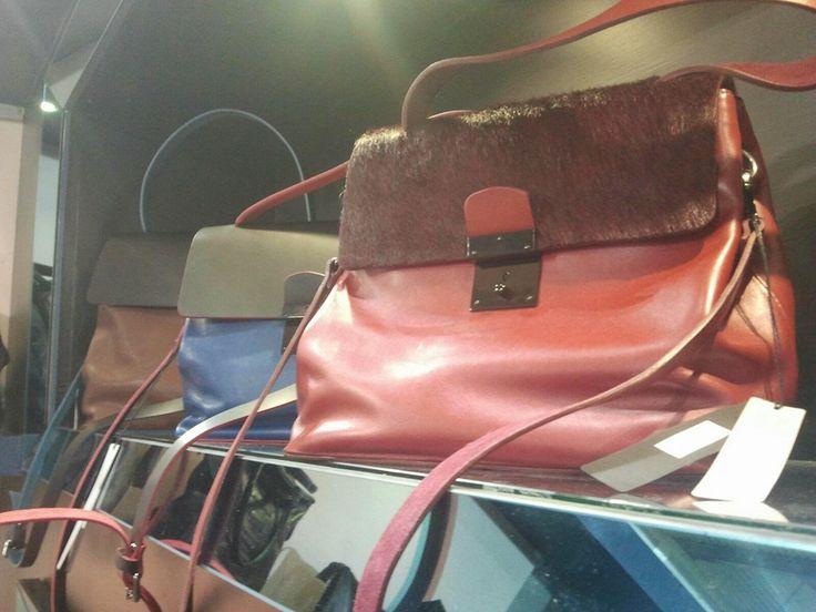 Whitein8 al #MICAM di Milano: le nostre #borse in esposizione.  #milanofiera #bags #fashion #modadonna #whitein8 #micam
