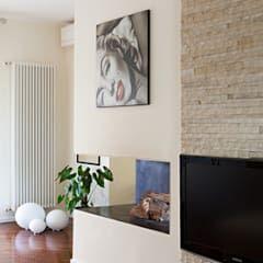 Salon de style de style Moderne par studio zerbini-villani