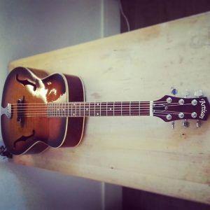 En ce moment à l'atelier : Guitare acoustique Artisan, remise en état et réglage complet. Cordes d'Addario EXP 12-53.