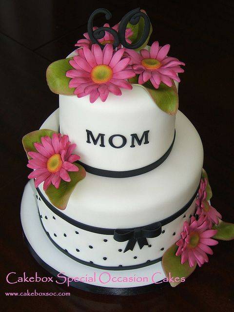 Mom's Daisy Cake by cakeboxsoc, via Flickr - replace the daisies with sunflowers and make this for my beautiful MIL