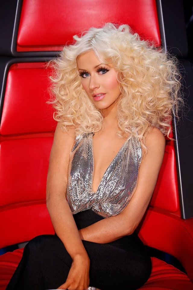 Christina Aguilera Shocking Biography Facts and Best Pictures Collection.