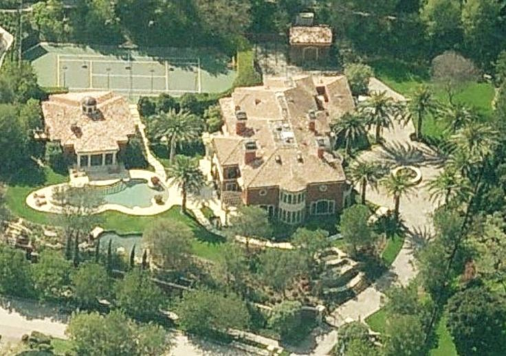 Reba mcentire 39 s house beverly hills rich famous for Famous homes in beverly hills