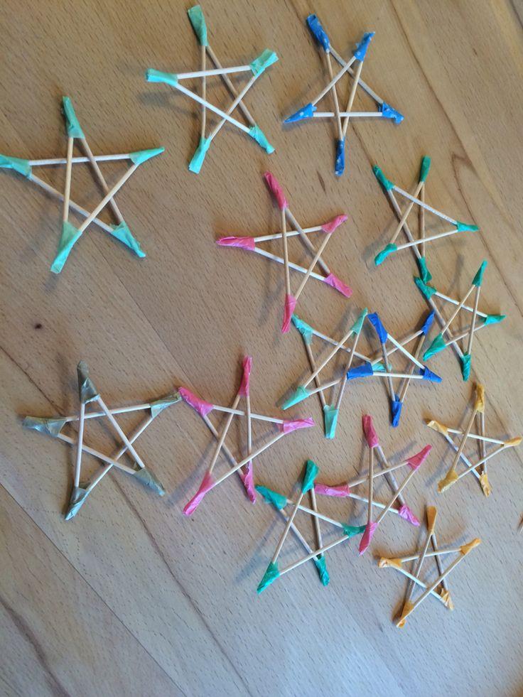 Sterne aus Zahnstocher und Maskingtape