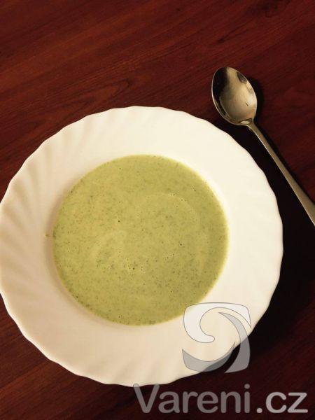 Recept na jednoduchou a rychlou, ale přesto skvělou brokolicovou polévku.
