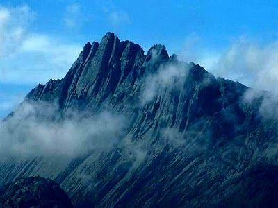 The legendary tropical Snow Mountains are located in the middle of endless forests in West Papua. They are the logical end of Cembalo Plato. Of the three mountains, the only Carstensz Pyramid belongs among them. Although Snow Mountain massif is not too high, and it lies 4 degrees south of the equator, it contains four relatively large glaciers. Some people call it the peak Puncak Jaya Indonesia, for long regarded as the highest peak in Papua.