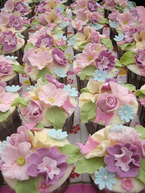 English Garden cupcakes by Anita Jamal, via Flickr