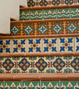Google Image Result for http://www.interior-design-it-yourself.com/images/mexican_interior_design_tiled_staircase.jpg