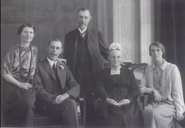 While this is a later photo it shows F W Boreham with his family when visiting them in Tunbridge Wells.  L to R: Stella (Boreham's wife), FWB, Francis (his father), Fanny (mother) and his sister.