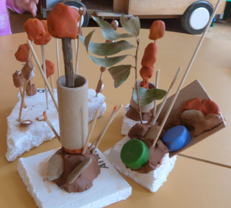 escultures fetes amb fang i material de rebuig. LLar d'infants Les Baldufes…