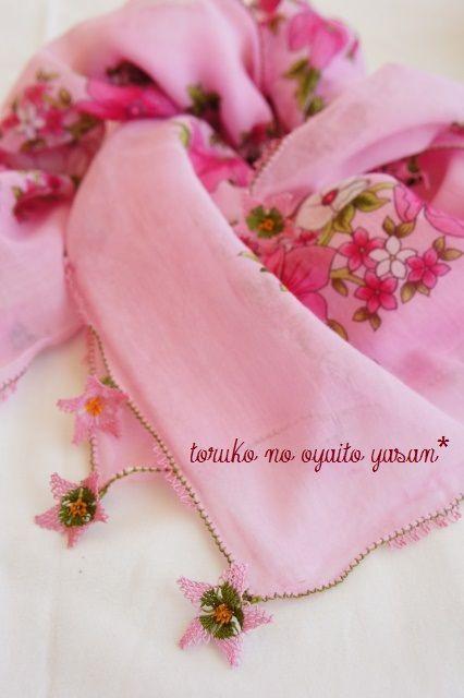 スカーフ オデミシュ地区 華やかイーネオヤのお花付