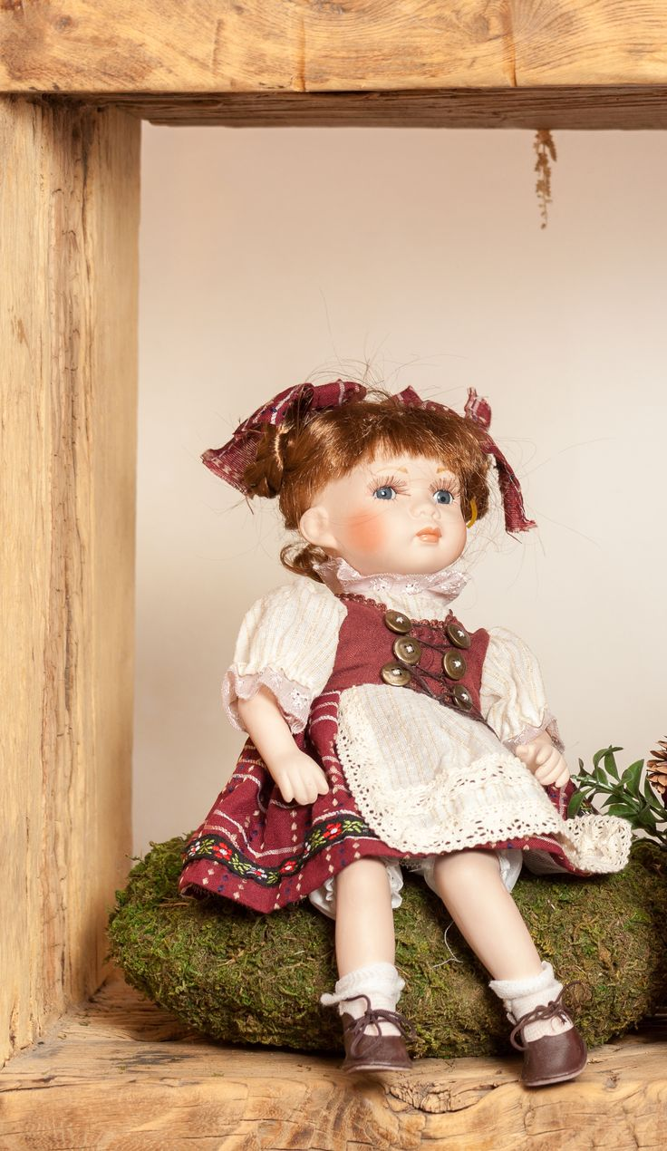 Old-school dolls, bring back the 19th Century, bring elegance back.