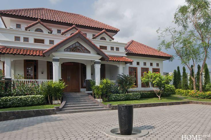 Home.co.id | Garden: Taman Villa Bergaya Kolonial