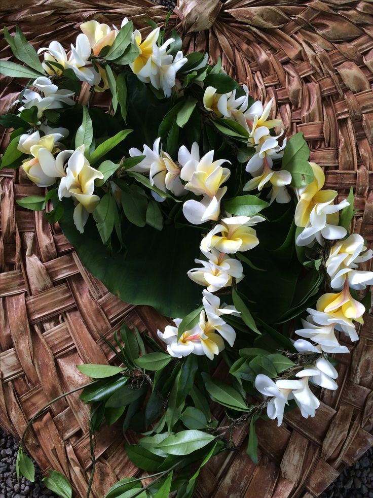 15 best hawaiian wedding lei 39 s images on pinterest hawaiian floral wreath and garlands. Black Bedroom Furniture Sets. Home Design Ideas