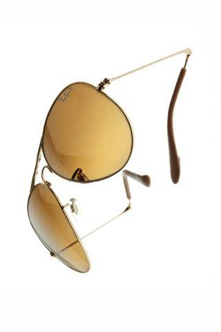 Del retro al futurismo en 25 gafas de sol. Con cristal en forma de pera y montura plegable de Ray Ban (400 €)