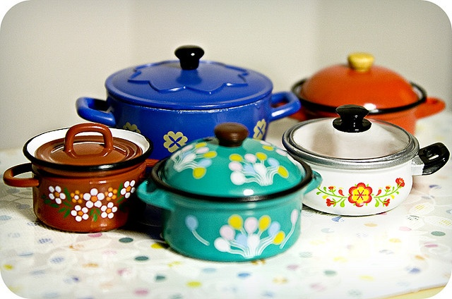 Rement miniatures, these remind me of the retro casserole dishes that my Nan used to have.  Love it!