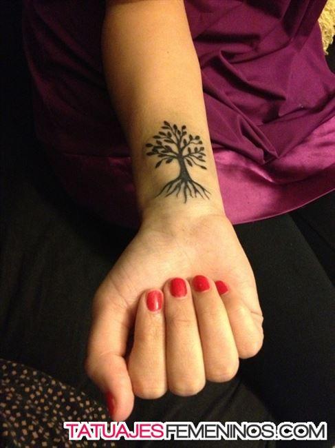 Tatuajes de rbol de la vida para mujeres 487 650 for Significado de un arbol sin hojas