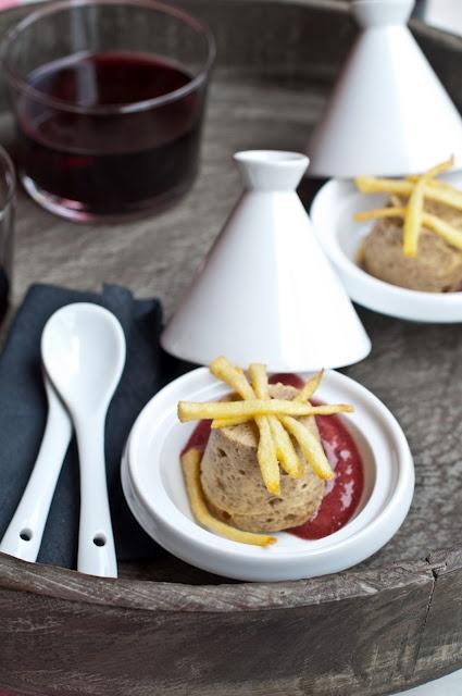 Budino di champignon con spuma al vino e sticks di patate