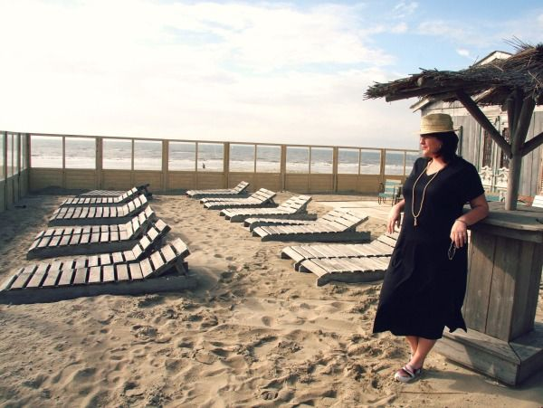 zwarte jurk, Studio Clothing, grote maten , strand, met mouwtje,