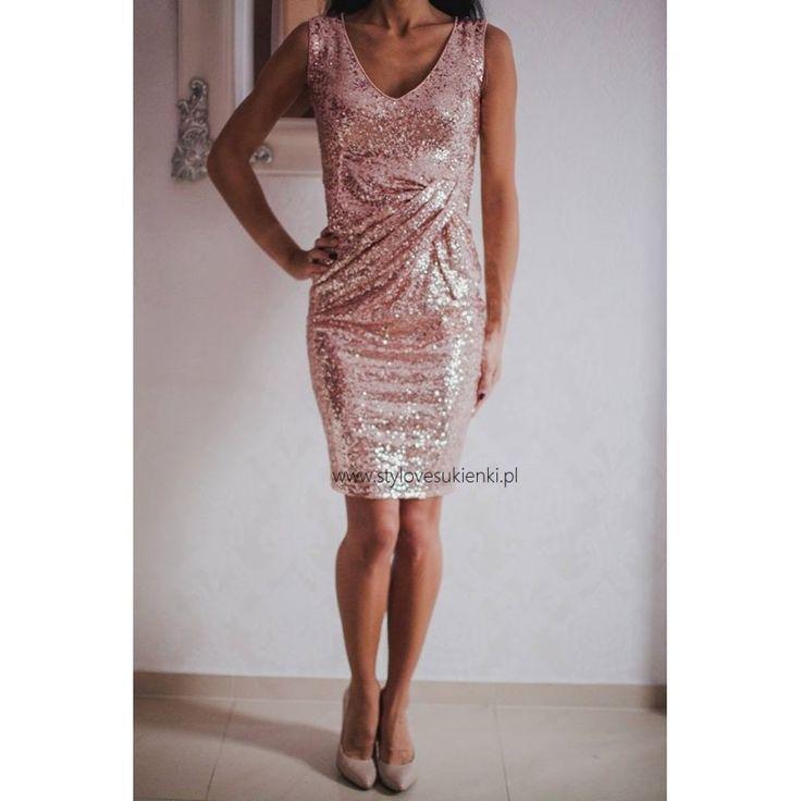 Błyszcząca sukienka sylwestrowa w pięknym, złotym kolorze. Krótka, złota, cekinowa sukienka doskonała na karnawał. Zapraszamy na zakupy do sklepu internetowego
