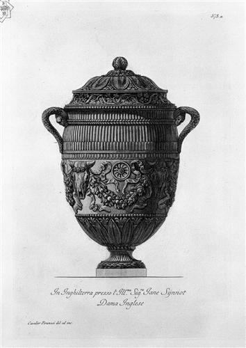 Vaso antico di marmo decorato con bucrani e ghirlande, incisione