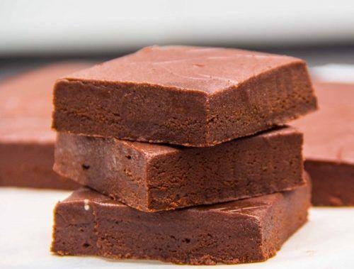 A házi csokoládé krémes és finom, a mai napig gyakran elkészítem, mert nagyon szeretjük ezt a finomságot!