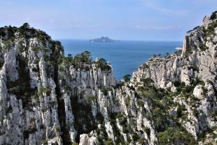 Riou的群島和山脊在勒沃