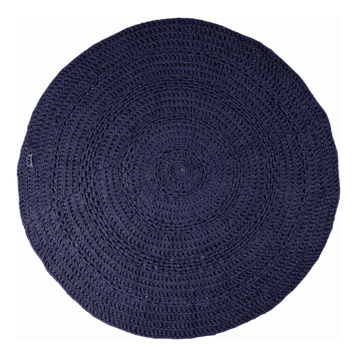 Waar je vroeger dacht aan klassiek indigo en navy blue is denim rebel inmiddels uitgegroeid tot een verfijnde combinatie die ook lichtere, zachtere kleuren in het palet heeft opgenomen. Kleuren kleden en manden in deze categorie zijn, buiten indigo en navy, jeans blue, grijs (diverse tinten), en ink. Bij kleding merk je al dat 'alles' …