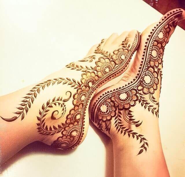 Magnificent and easy henna Mehndi designs for an ultimate festive look #mehndiforleg #mehndidesignforfoot #mehndidesign