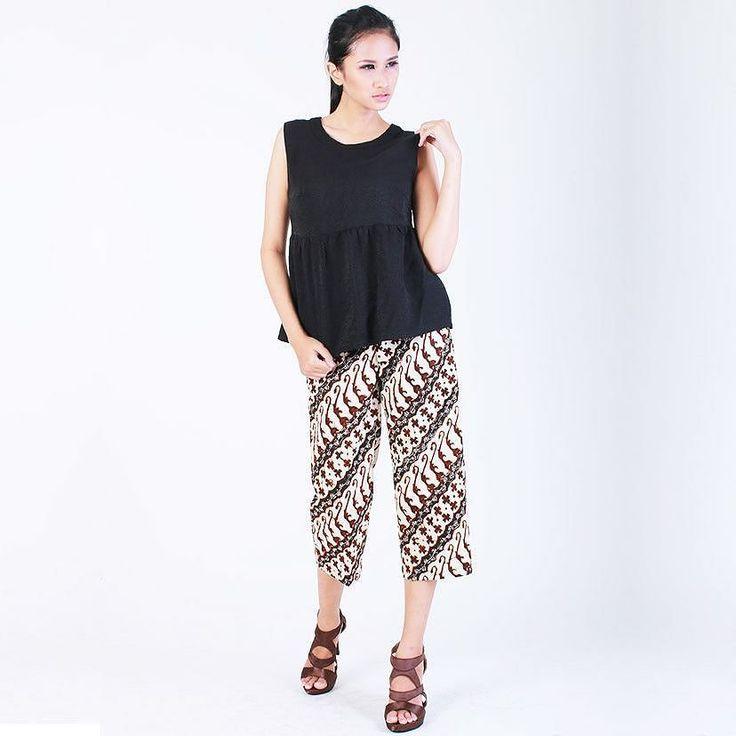 From: http://batik.larisin.com/post/143576143207/kulot-bajigur-size-s-m-rp-330000-shop-online