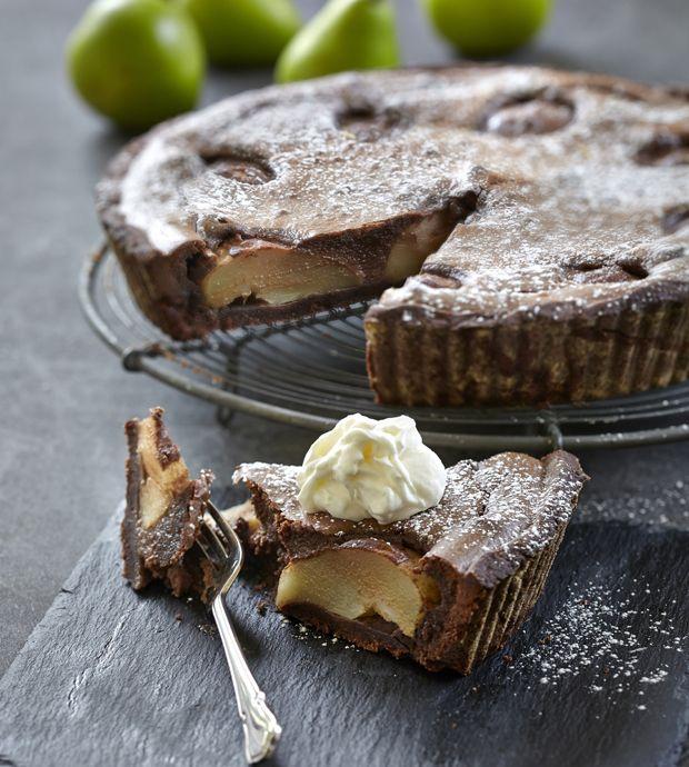 Pæretærte er en rigtig efterårsklassiker, og denne med chokolade og marcipan smager herligt!