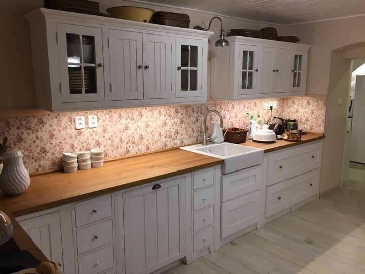 http://www.tondenti.cz/produkt/kuchyn-v-bile-patine-s-dubovou-deskou