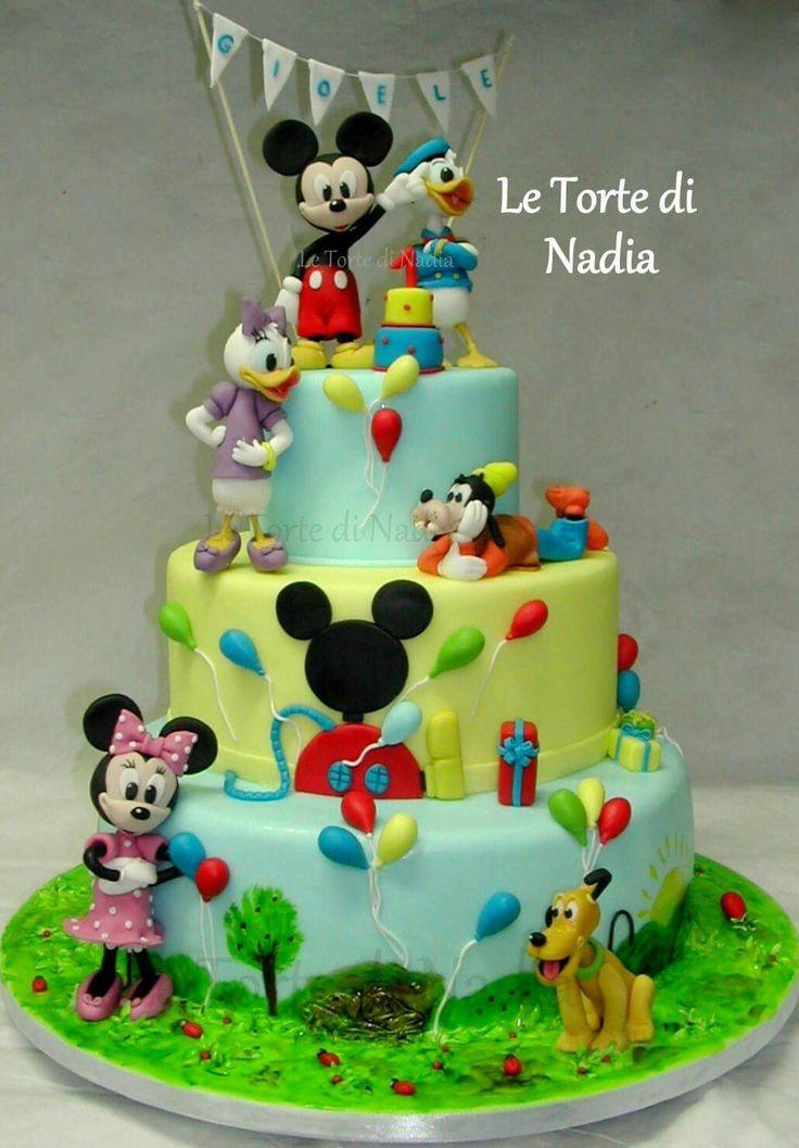 """Torta """" Topolino e i suoi amici"""" info: 389 9355816 anche WhatsApp #tortatopolino #mickeymousecake #torteartistiche #cakes #tortebambini #topolino #mickeymouse"""