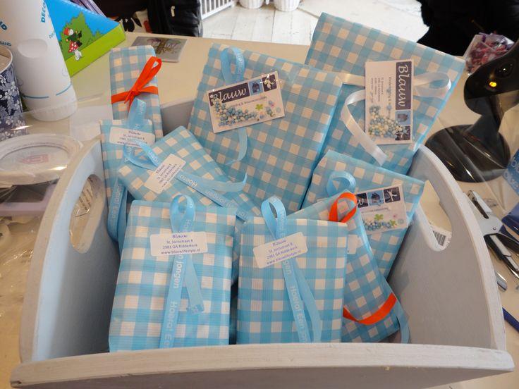 Kraampakket voor een jongen. Elke dag een cadeau uitzoeken, hoe leuk is dat! U kunt zelf aangeven welke cadeaus of voor welk bedrag!