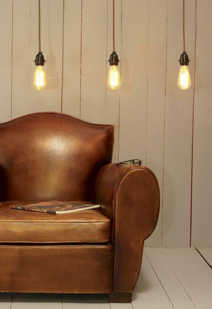 Suspension luminaire design avec fil électrique décoré chêne.