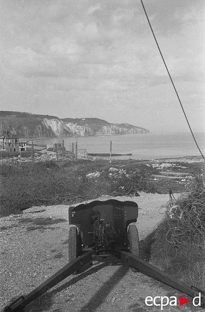 La plage de Pourville/Scie prise depuis la position antichar allemande dotée d'un canon de 25 mm français courant 1942.