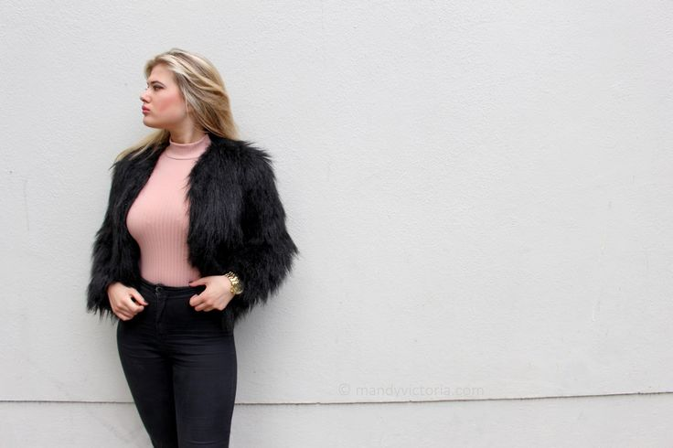Outfit blush: faux fur coat, ribbed bodysuit, turtle neck top (mandy victoria / mandyvictoria.com)