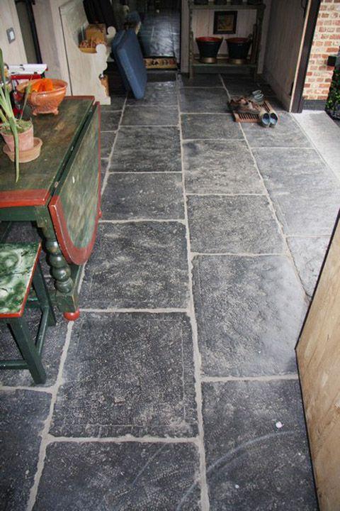 Belgisch hardsteen vloer, verouderd