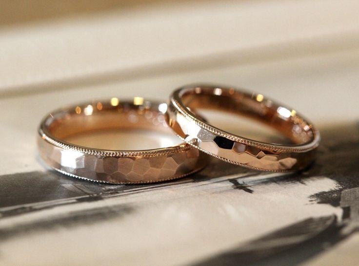ピンクゴールドの槌目とミル打ち、手作りマリッジリング 男性はつや消しマット仕上げ。女性は華やかな光沢仕上げ。 結婚指輪 marriage wedding ウエディング K18 Pink Gold