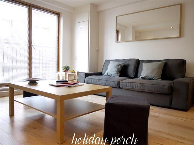 This is a 45 square meters One Bedroom holiday home is located on Magdalen Street in London. Book online now and pay no guest booking fees.