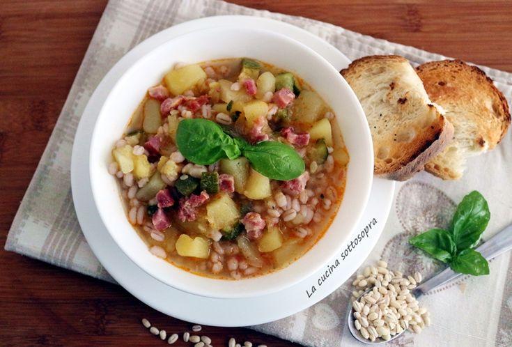 zuppa di orzo con zucchine patate e pancetta