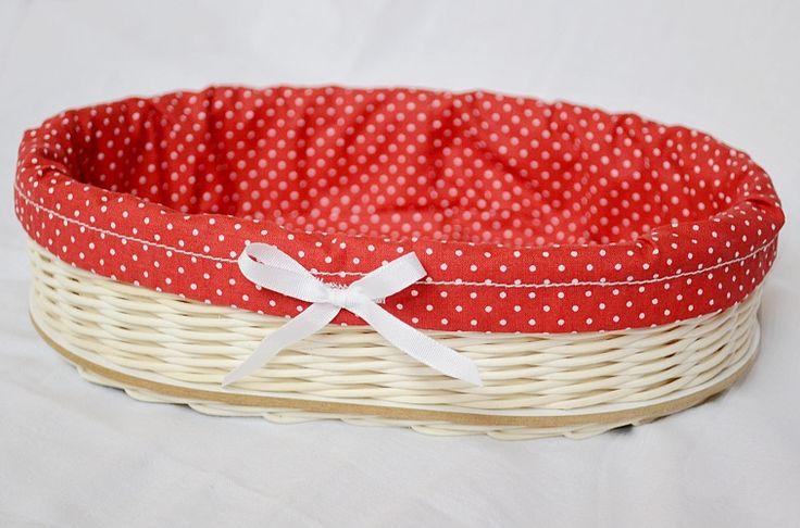 červeno - biely oválny košík
