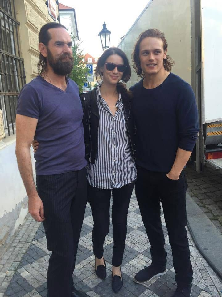New Picture of Sam Heughan, Caitriona Balfe and Duncan Lacroix More pics after the jump